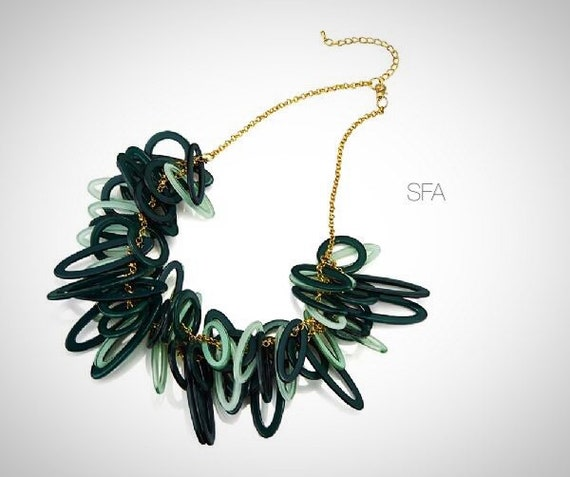 The Zena acrylic lagenlook necklace with gold chain, green loose oval shapes give a fabulous effect.