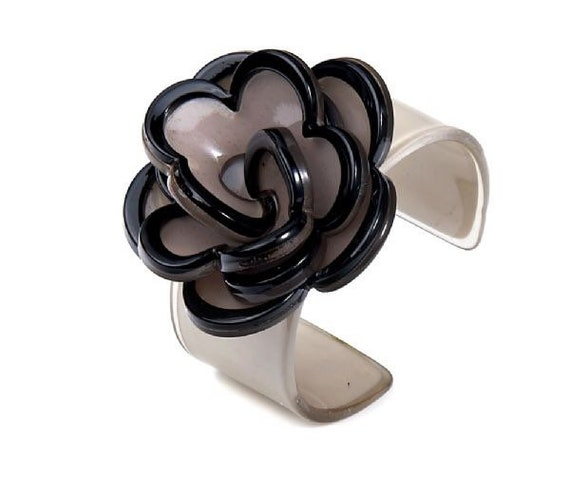 Stunning Lola acrylic flower bangle in grey and black, expandable.