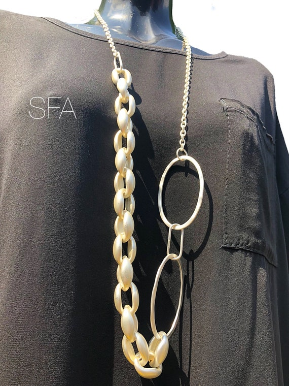 Geo circle. Frosted silver long chain, with chunky and slim links.