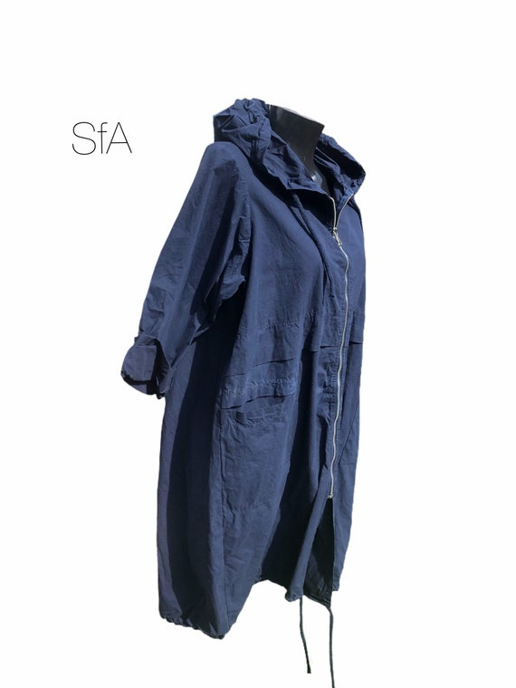 Parker style rain mac, light weight, perfect for a rainy day, pockets,  2 different sizes. XL to 4XL