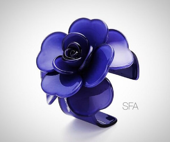 Stunning  Maria acrylic statement piece, flower bangle in indego blue, expandable.