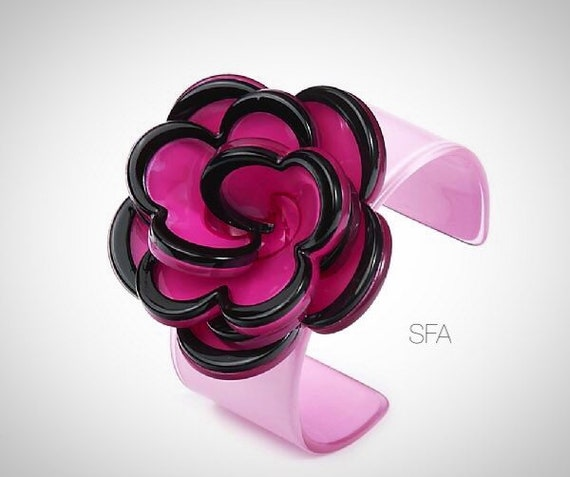 Stunning Joella acrylic flower bangle in pink and black, expandable.