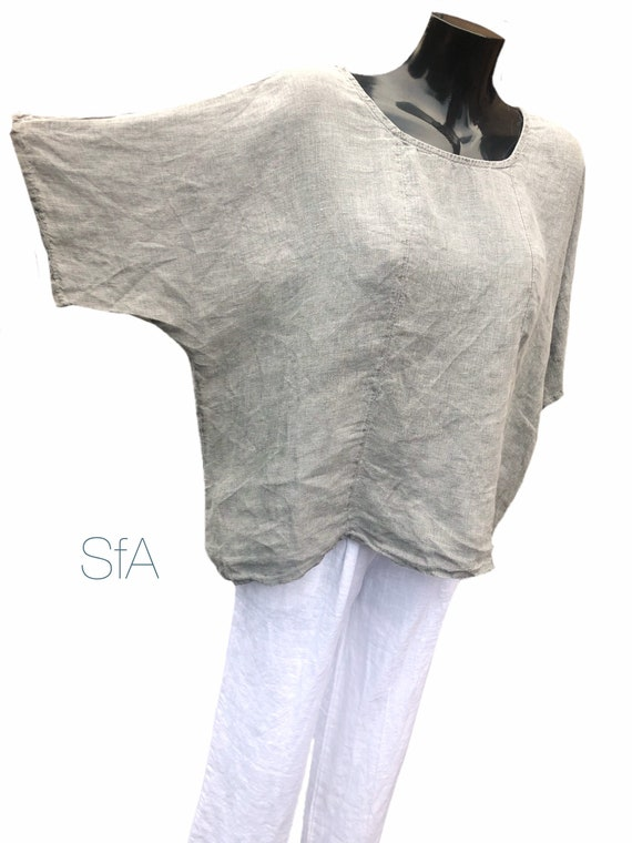 Lagenlook linen, top, with button detail at the back. In 2 colours.