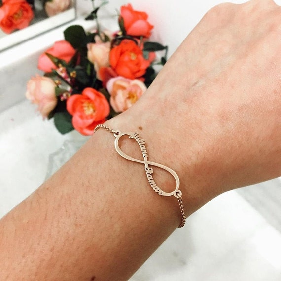 Infinity Bracelet • Mom Bracelet Gift with 1-4 Kids Names • Couple Two Name Bracelet • Wife Personalised Gift • Engraved Bracelet for Mother