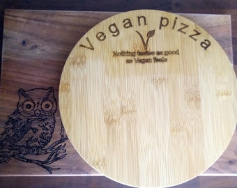 Vegan pizza board. Can be personalised.