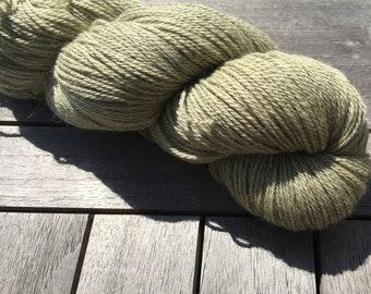 Naturally dyed yarn - Nettle on grey Alpaca/Cashmere/Silk