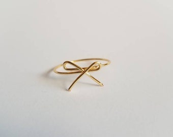 Statement gold bow wire ring