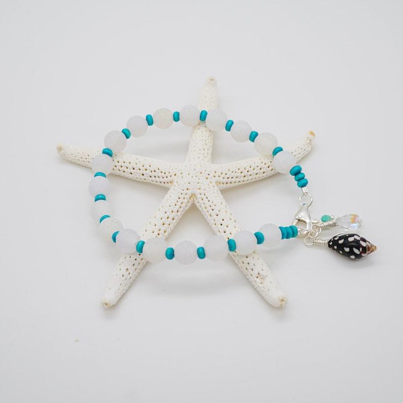 Elegant Tropical Shell Bracelet Crackle Agate Beaded image 0