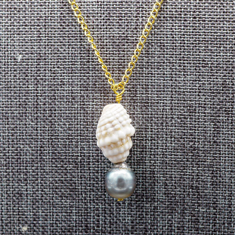 Shell Necklace with Tahitian Pearl 14k Gold Chain Pendant image 0