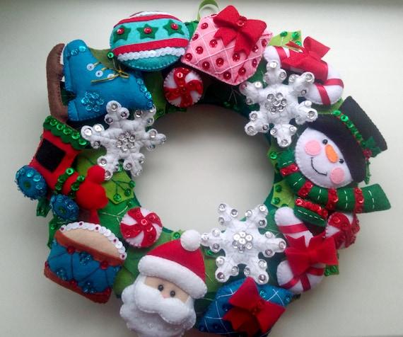 Couronne de Noël, couronnes de Сhristmas pour porte d'entrée, couronne de Noël - broderie à la main et Applique - paillettes décoratives et perles