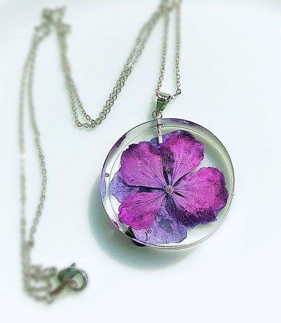 Resin necklace with real flowers Resin pendant Pressed flowers pendant Natural jewelry Anniversary gift for her Gift for Mom
