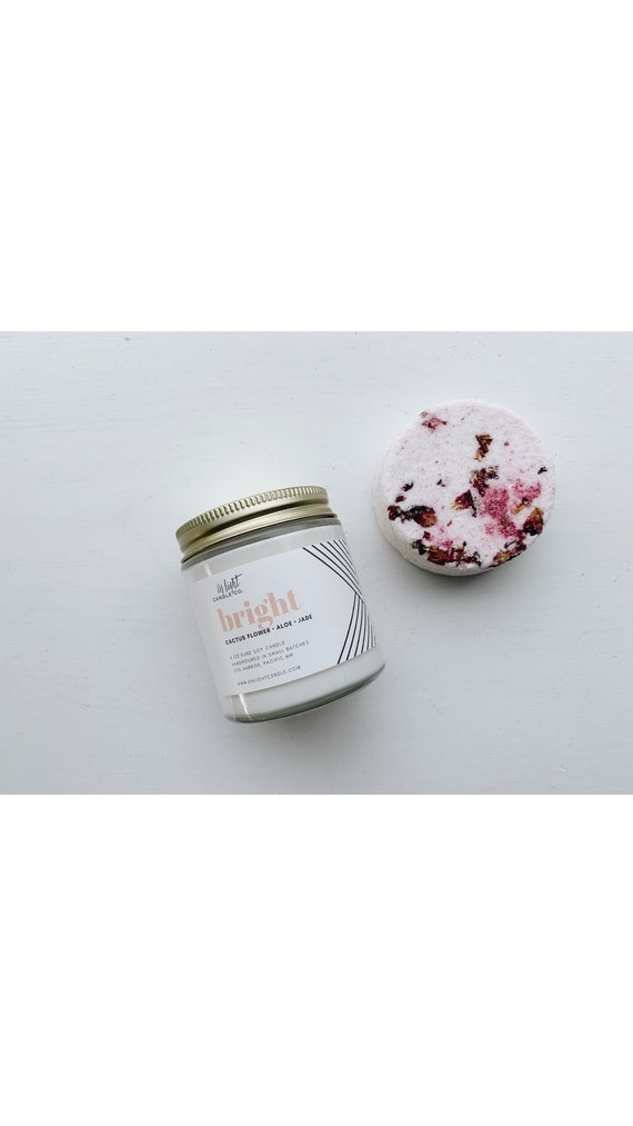 The Micro Vacay - Self Care Candle Gift Box - 4 oz Candle, Bath Bomb, Card