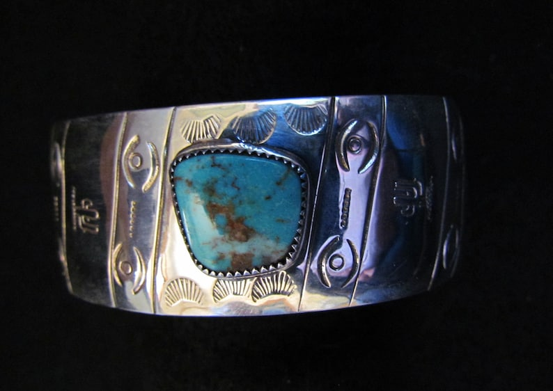 South Western Style Sterling Silver Hand Stamped Dome Bracelet set with Kingman Turquoise SZ Large