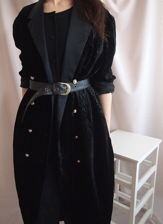 Amazing 80s velvet relief opera coat
