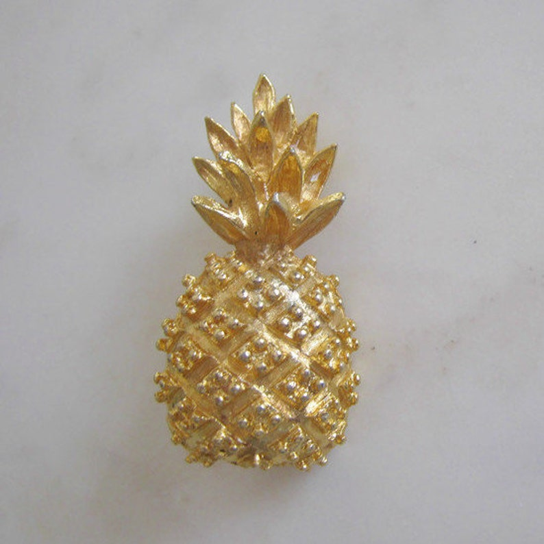 Vintage Gold tone Fruit pineapple Brooch Costume jewelry holiday for women birthday anniversary retirement graduation wedding engagement