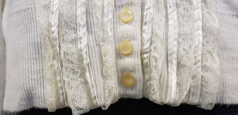 Woman/'s Cardigan Cream Colored Cardigan 1950s Vintage Knit Cardigan Ruffled Cardigan