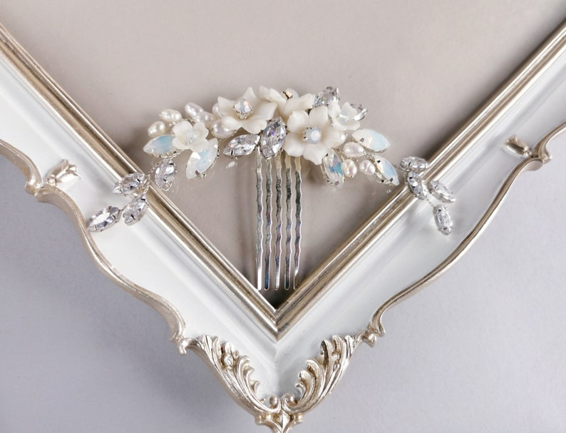 Pearl wedding comb for bride Hair comb Veil decoration Opal vine hair piece Floral hair vine