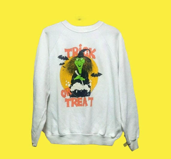 Vintage Halloween Witch Sweatshirt Graphic /Vintag