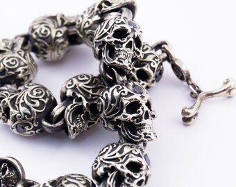 Silver bracelet with big skull and black diamonds