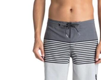 """Quiksilver Revolution 18"""" - Beachshorts - grey - part striped"""