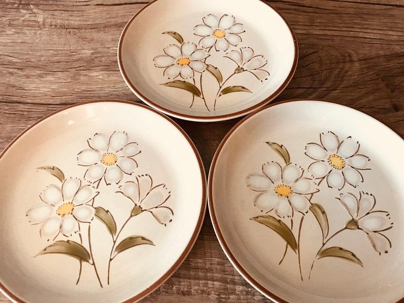 Japanese Stoneware Pattern Morning Daisy 977 Set of 3 Vintage Stoneware Plates