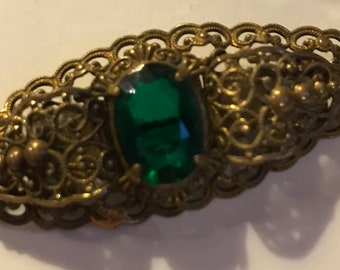 Gorgeous vintage brooch with green stone