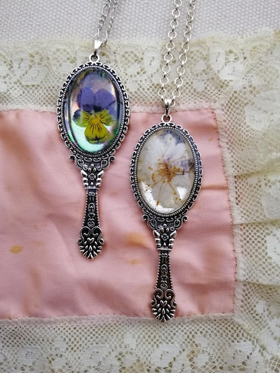Cabochon resin pendant dried flowers with long chain