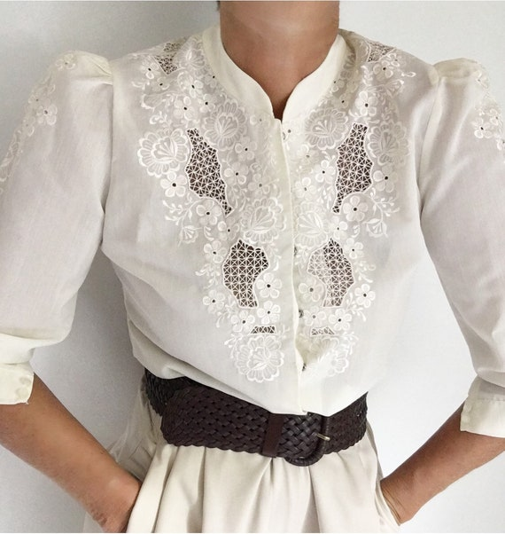 Amazing Vintage 70s Eyelet Lace Floral Embroidere… - image 7