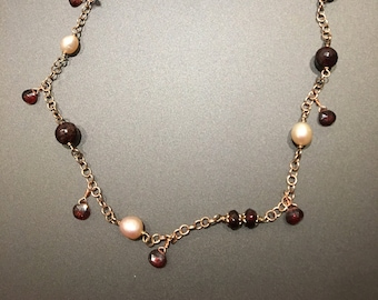 Pearl and garnet necklace-necklace with garnets and pearls