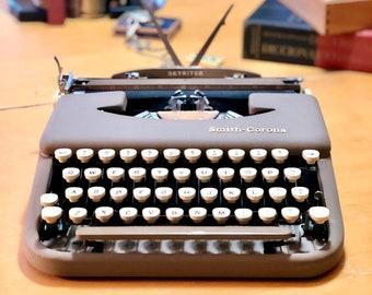 1958 Smith Corona SKYRITER *ULTRA-PORTABLE* Working Manual Typewriter