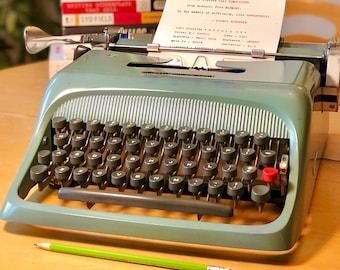 1963 Olivetti STUDIO 44, Made In SPAIN, Working Manual Typewriter