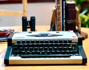 1977 Olympia TRAVELLER, ULTRA-PORTABLE Working Manual Typewriter