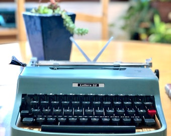 1965 Olivetti-Underwood LETTERA 32, Working ULTRA-PORTABLE Manual Typewriter, Made in Italy