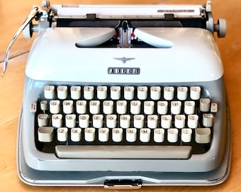 RARE 1961 Adler PRIMUS, Working Manual Mid-Size Portable Typewriter