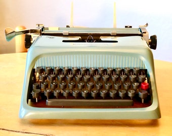 1961 Olivetti STUDIO 44 *Made in ITALY* Working Manual Typewriter