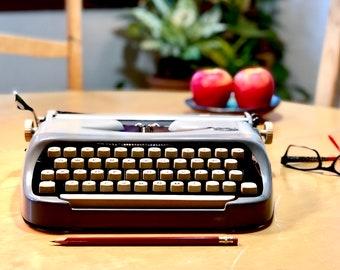 1960 Royal ROYALITE, Working *ULTRA-PORTABLE* Manual Typewriter