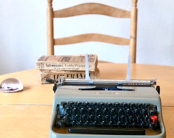 1954 Olivetti LETTERA 22, Working ULTRA-PORTABLE Manual Typewriter, Made in Italy