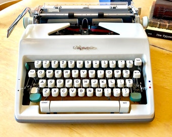 1966 Olympia SM8 DeLuxe, *FULLY LOADED* Working Manual Portable Typewriter