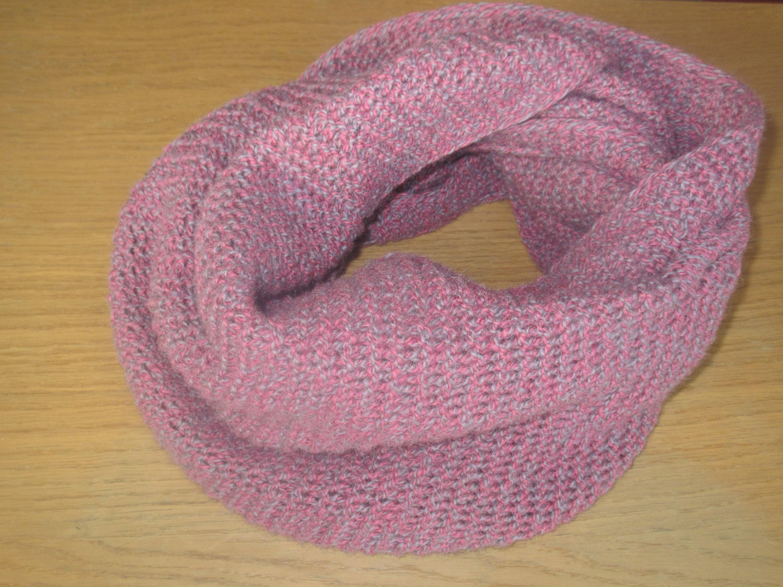 Écharpe arrondi à main la main à pure laine violet 15cdb6 - bloggame ... 91f9742bacc