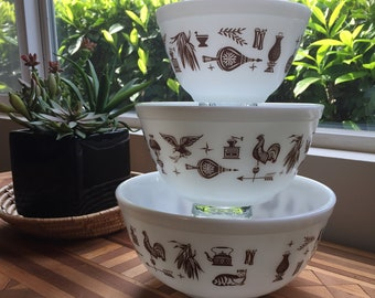 "Set of 3 Vintage Pyrex ""Americana"" Mixing Bowls"