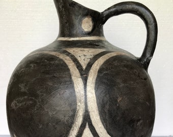 Minoan art.Ancient GreekAmphora Reproduction of clay in Kamares Style