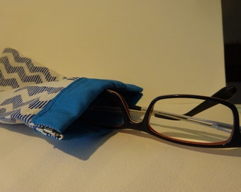 Snap mouth pencil/glasses carrying case