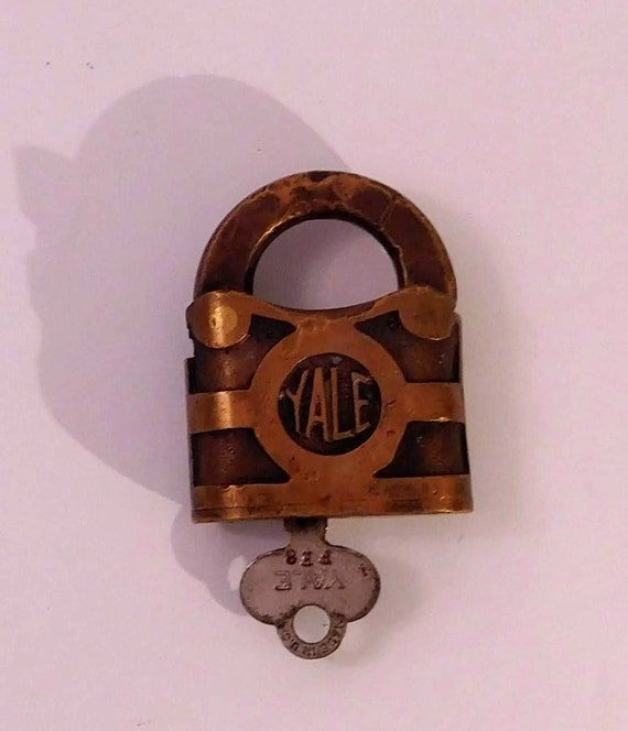 antique excellent Archaic old style Brass Carved lock key