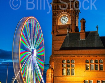 093, Cardiff Bay with the Pier Head and  Ferris Wheel at night, Wales, UK
