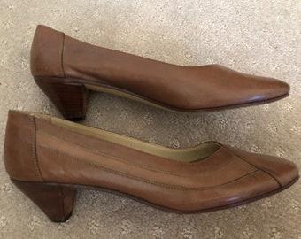 Vintage Retro Light Brown Detail Womens Low Heel Size 39