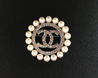 Round brooch cc with pearls