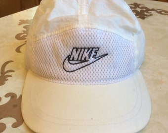 Vintage 90s Nike 5 Panel Embroidered Nylon Mesh Strapback Lightweight  Tennis Hat 5a01b4a63a3c