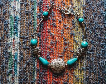 Flower accent turqoise bracelet