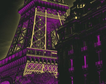 Yellow and purple digital illustration of the Eiffel Tower, in the city of Paris, at night, to print yourself