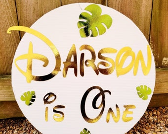 Personalized name signs, Custom circle backdrop signs. Custom round backdrop signs. Birthday party photo backdrop sign. Custom name signs